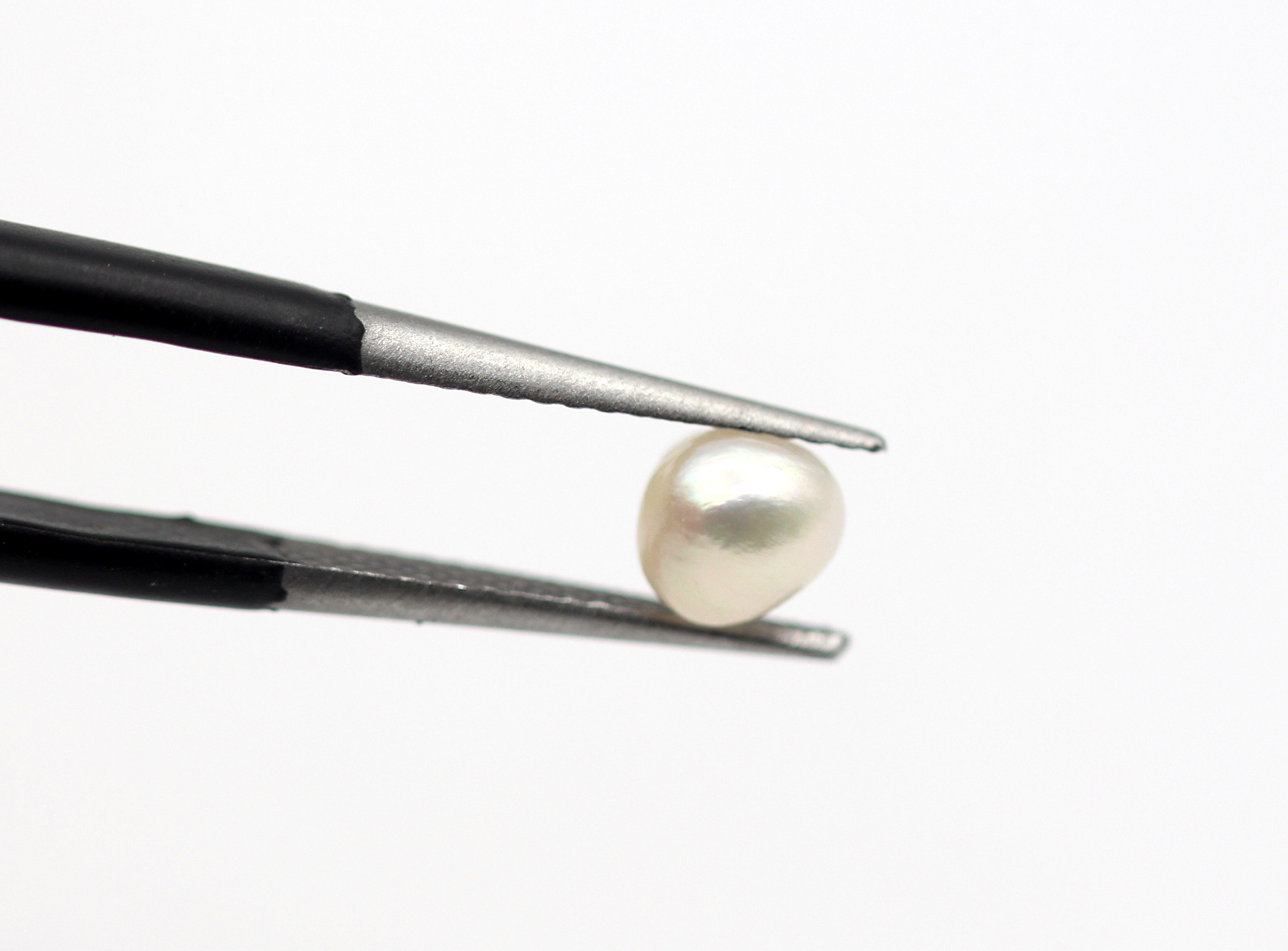 0.78 Ct Real Pearl Uneven Shape Off White Color Natural Gemstone Certified