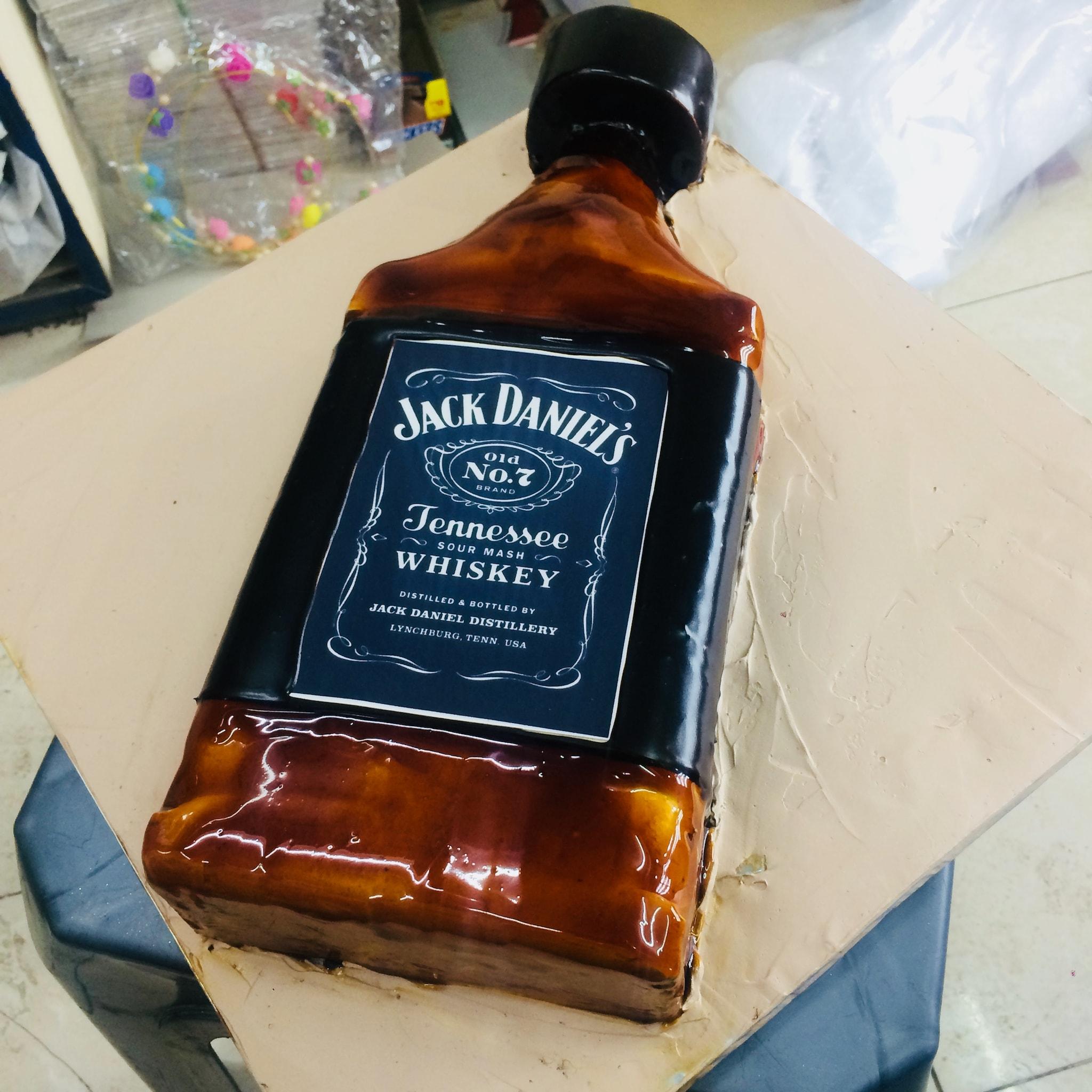 Jack Daniels Cake (1.5 Kg,Chocolate)