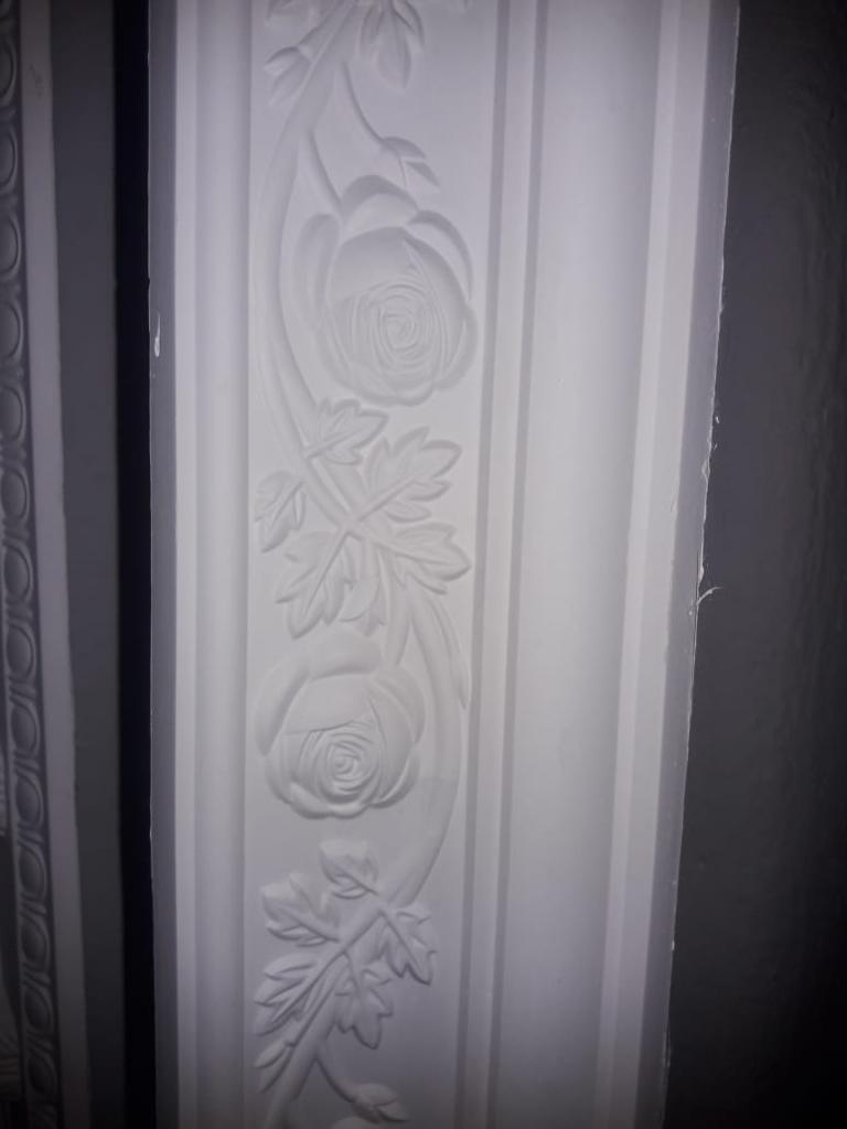 White Gypsum Cornice, Thickness 35 - 45 Mm, 8 Feet