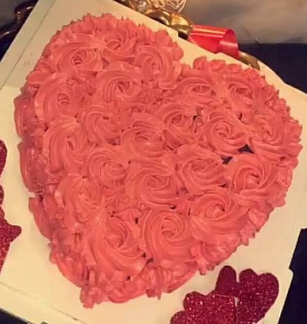 Rosette Cake & Red Rose Bouquet (500 Gm,10 Roses Bouquet,Black Forest)