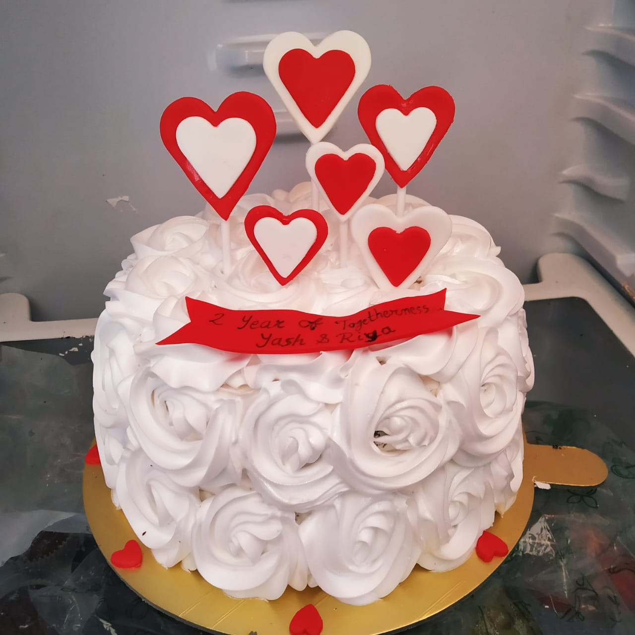 White Rosette Red Heart Cake (1 Kg, Choocolate)