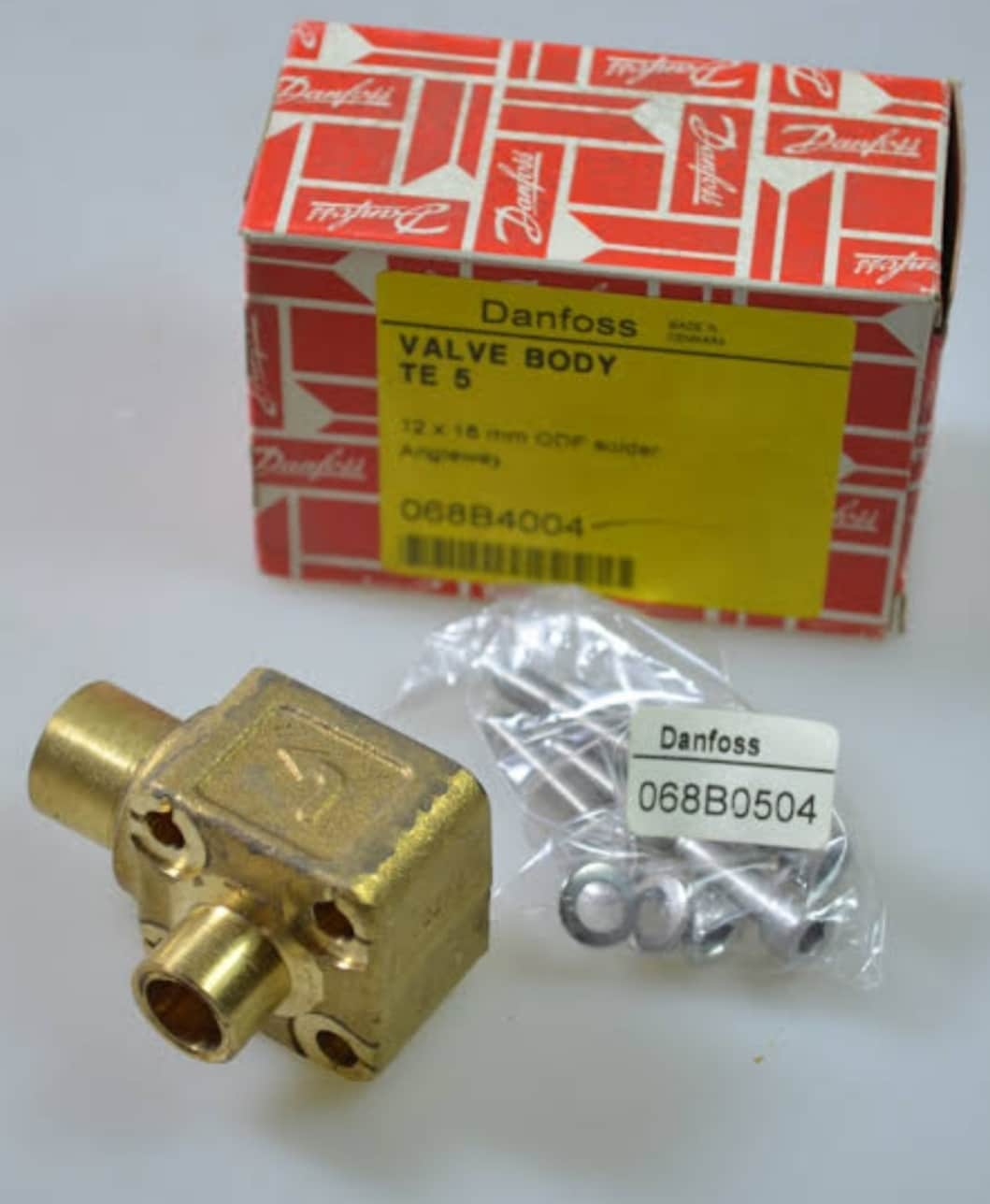 DANFOSS TE5 VALVE BODY [1/2 X 5/8 SOLDER ANGLE CONNECTION][067B4009]
