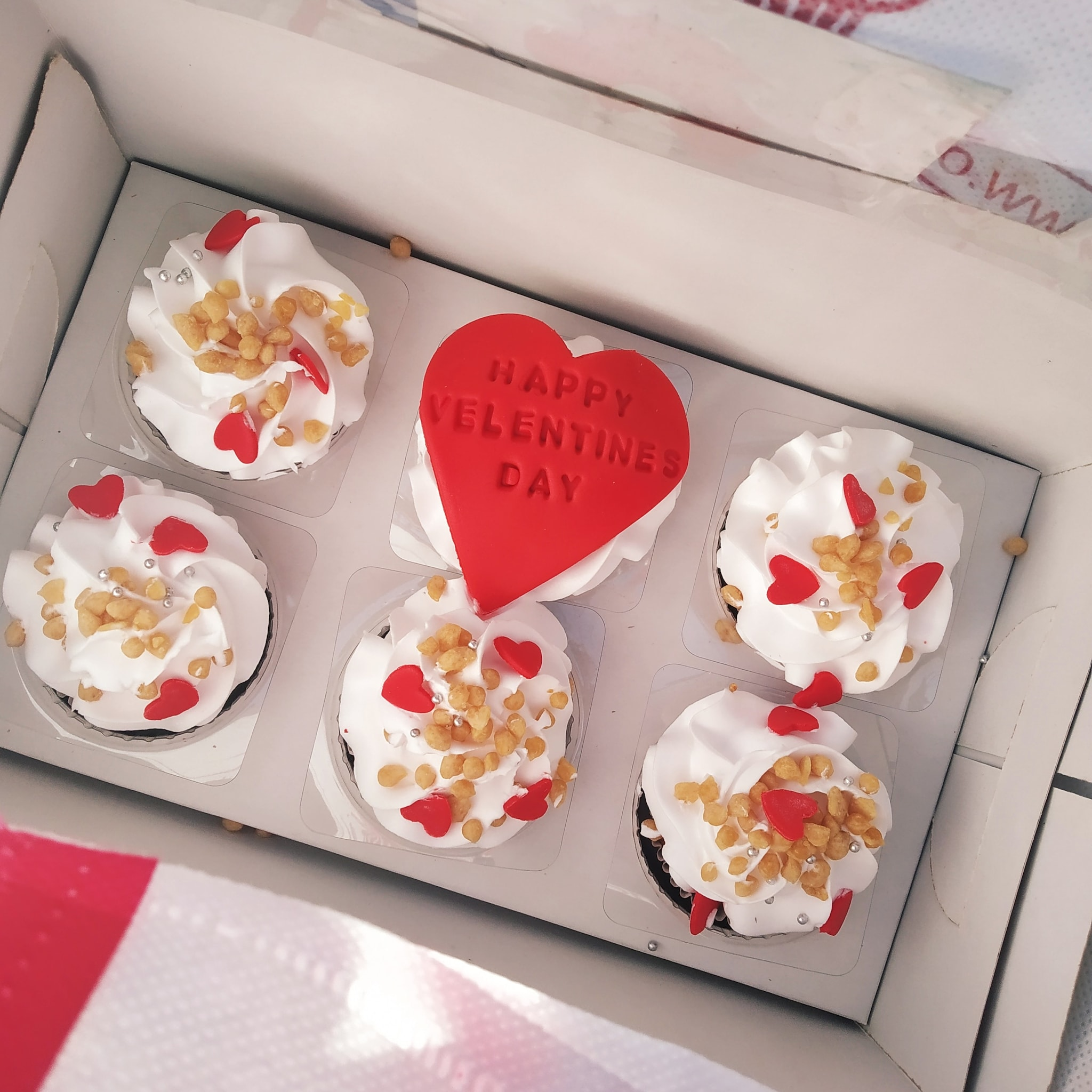 Valentine Cup Cakes (Set Of 6,Butter Scotch)