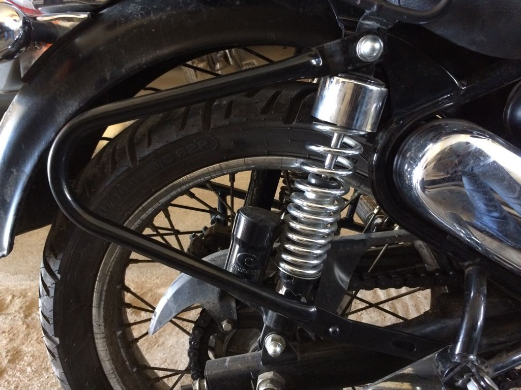 Motorcycle Saddlebag Guard Bar