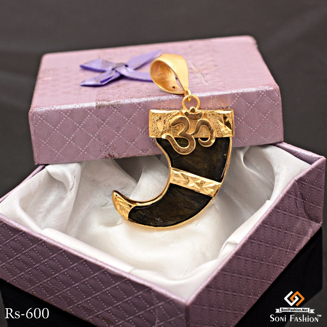 Gold Plated Very Beautyful Lion Nail With Om Pendant For Men