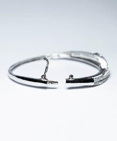Women Silver Kada With Small Diamond Unique Work (FS)