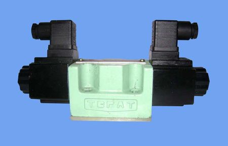 YUKEN DIRECTION CONTROL VALVE DSG-01-2B2A-D24-N1-50